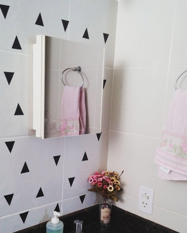3676f9955 Papel contact é puro amor quando o assunto é decorar sem furar a parede.  Veja outras ideias no blog!