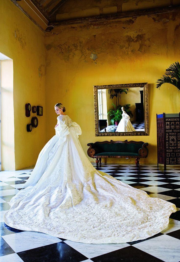 Lauren Santo Domingo at her Cartagena wedding in 2008 | follow us on Instagram @ thewildflowers_com
