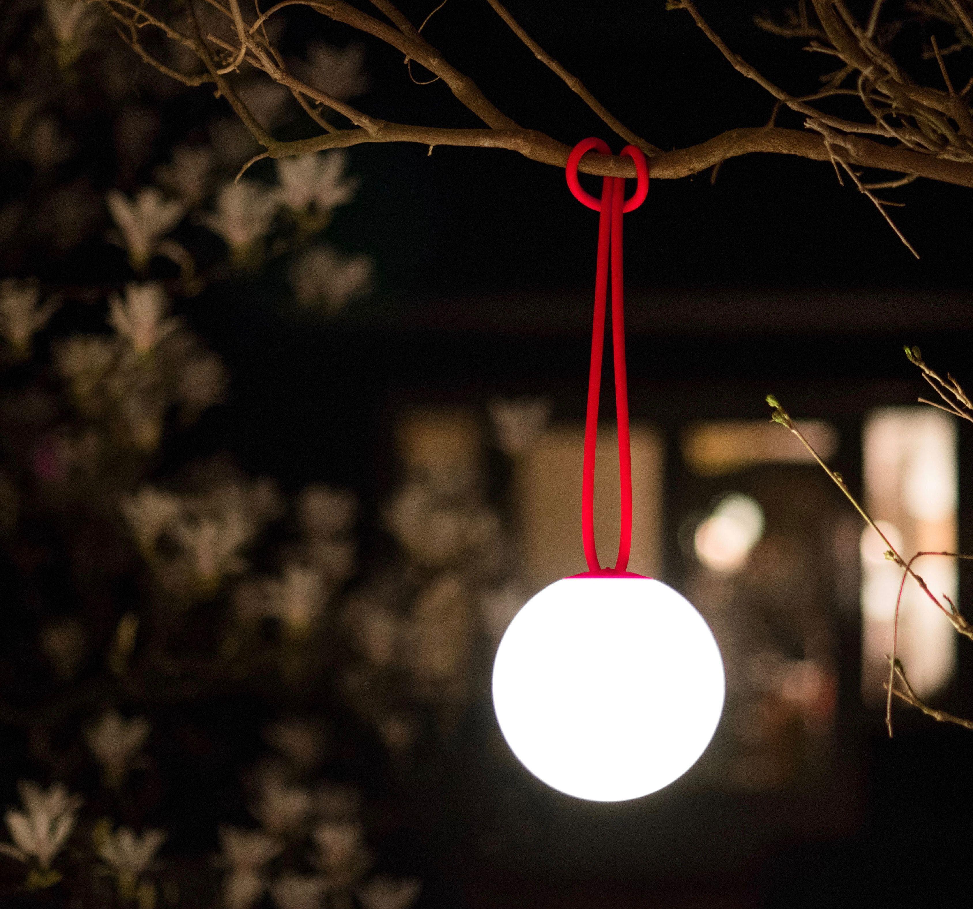 Profitez De Son Jardin Meme Le Soir Et En Hiver En L Eclairant Grace A La Lampe Bolleke De Fatboy Suspension Led Lamp Suspension Exterieure Luminaire