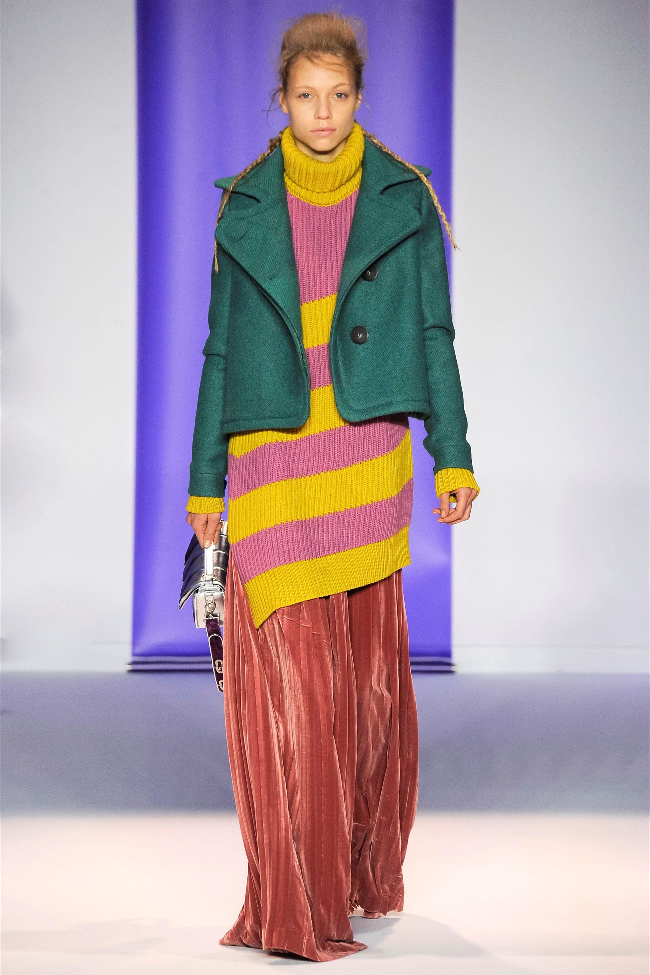 Guarda la sfilata di moda Marco De Vincenzo a Milano e scopri la collezione di abiti e accessori per la stagione Collezioni Autunno Inverno 2016-17.