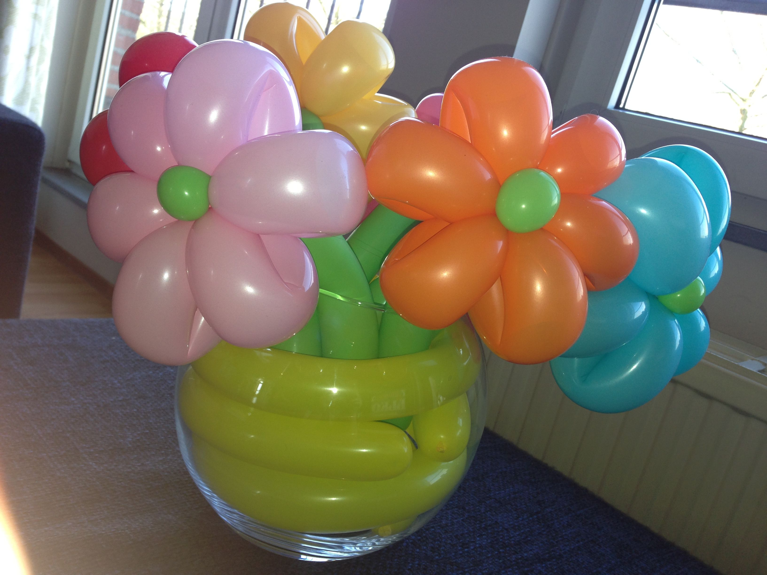 Balloon flower bouquet in vase made by clown tallie my for Balloons arrangement decoration
