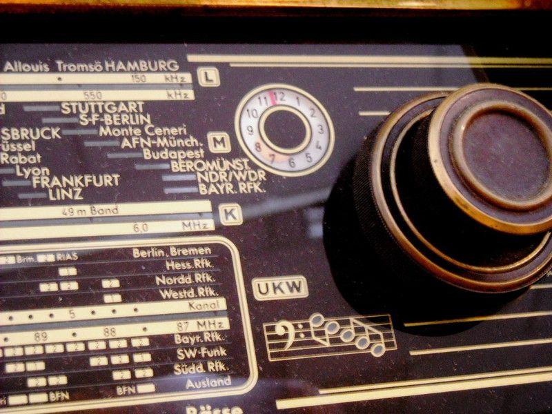 Vintage Radios Radio Nordmende Carmen 57 Ein Designerstuck Von Fundhaus Bei Dawanda Vintage Etsy Besondere Geschenke