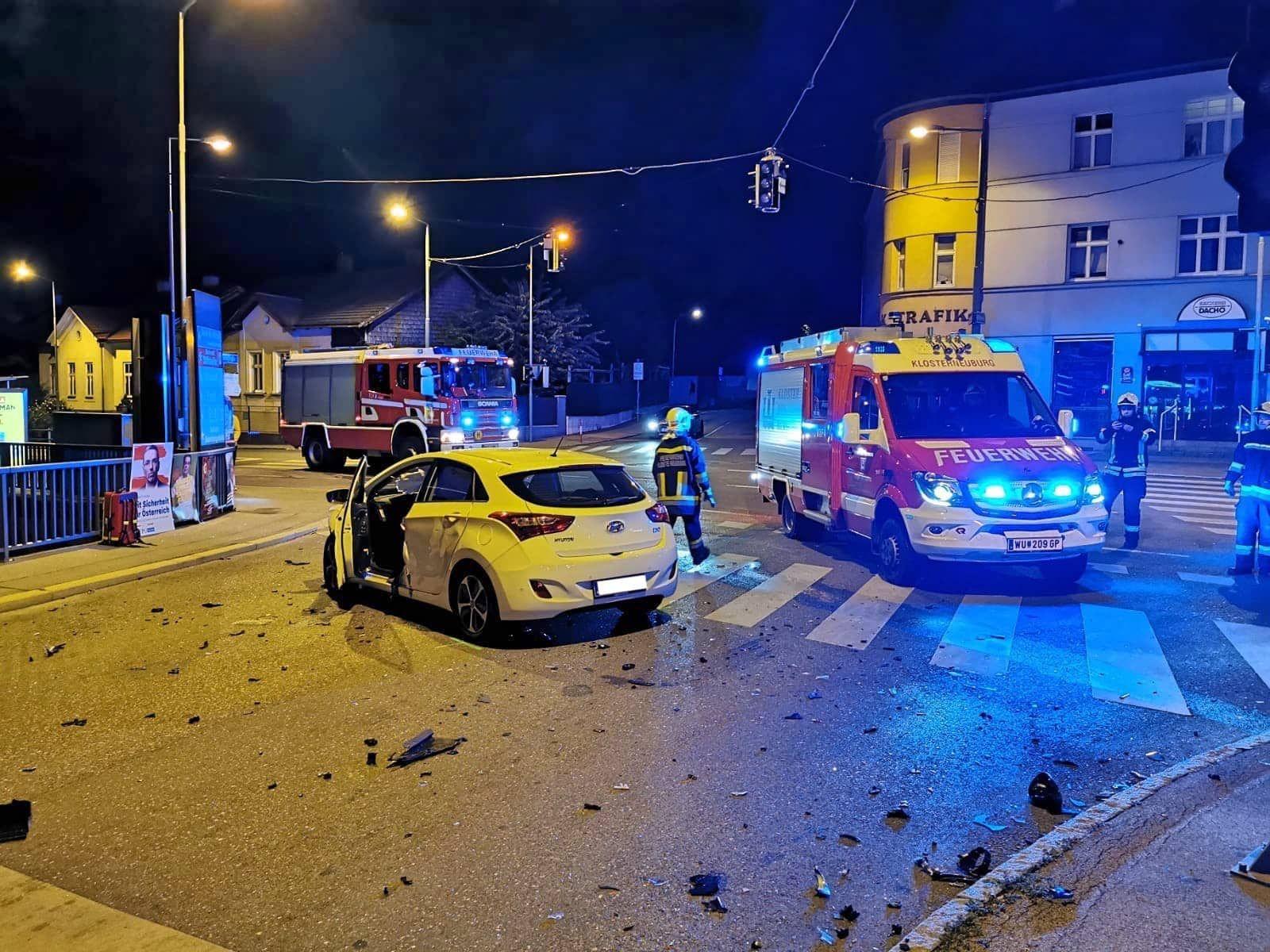 Ff Klosterneuburg Verkehrsunfall Pkw Vs Pkw Unfall Feuerwehr Fahrzeuge