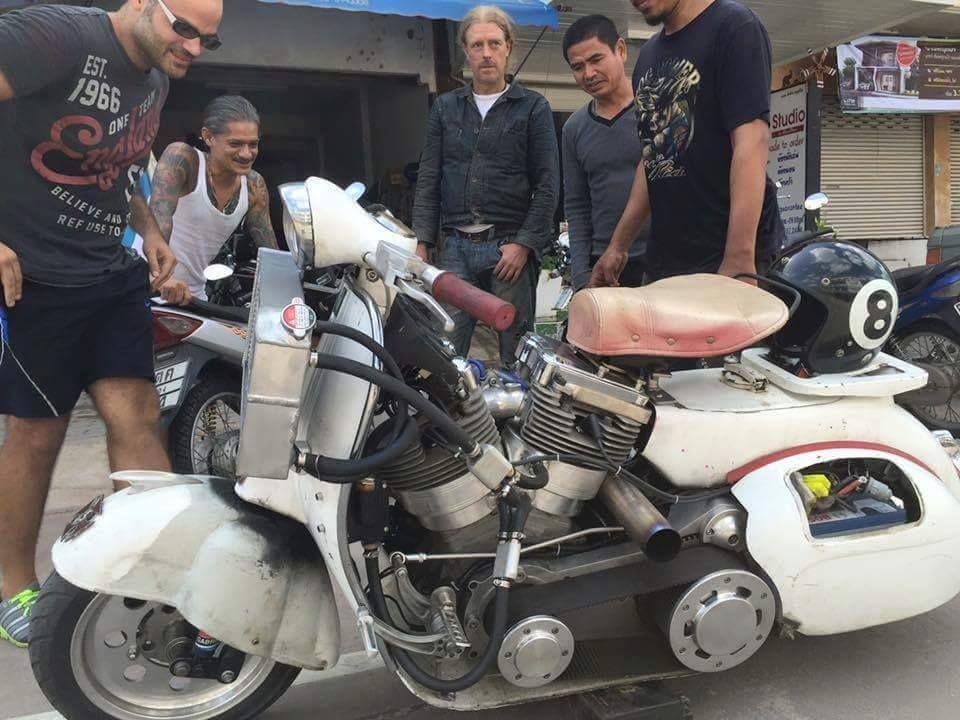 Custom Vespa Harley Davidson Bitza H D V Twin Engine W Liquid Cooled Barrels Modification Indonesia Vespa Custom Vespa Vespa Vintage
