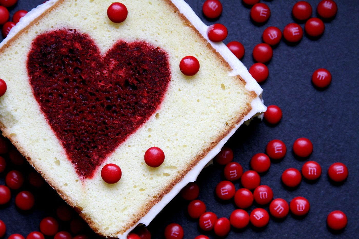HEART INSIDE VALENTINE'S DAY CAKE #valentinesday #dessert #red #heart