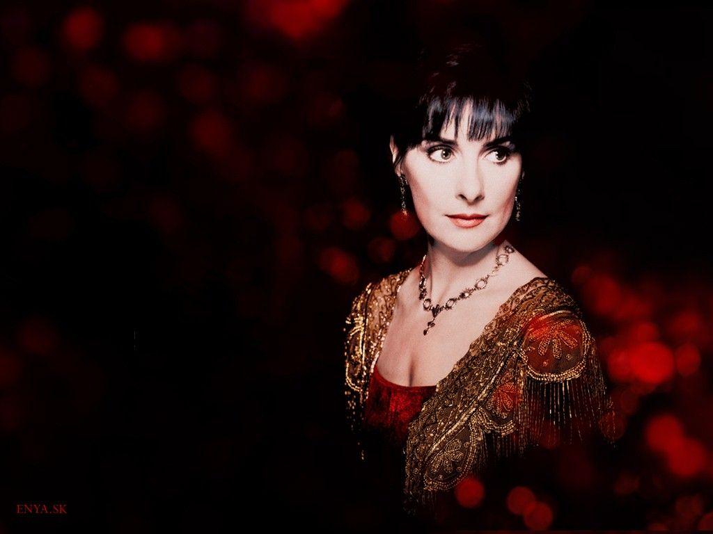 Enya brennan irish singer songwriter instrumentalist for Popular music 1988