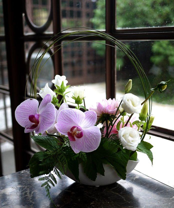 freesia lisianthus orchid e akiko pinterest arrangements floraux le mariage et orchid es. Black Bedroom Furniture Sets. Home Design Ideas