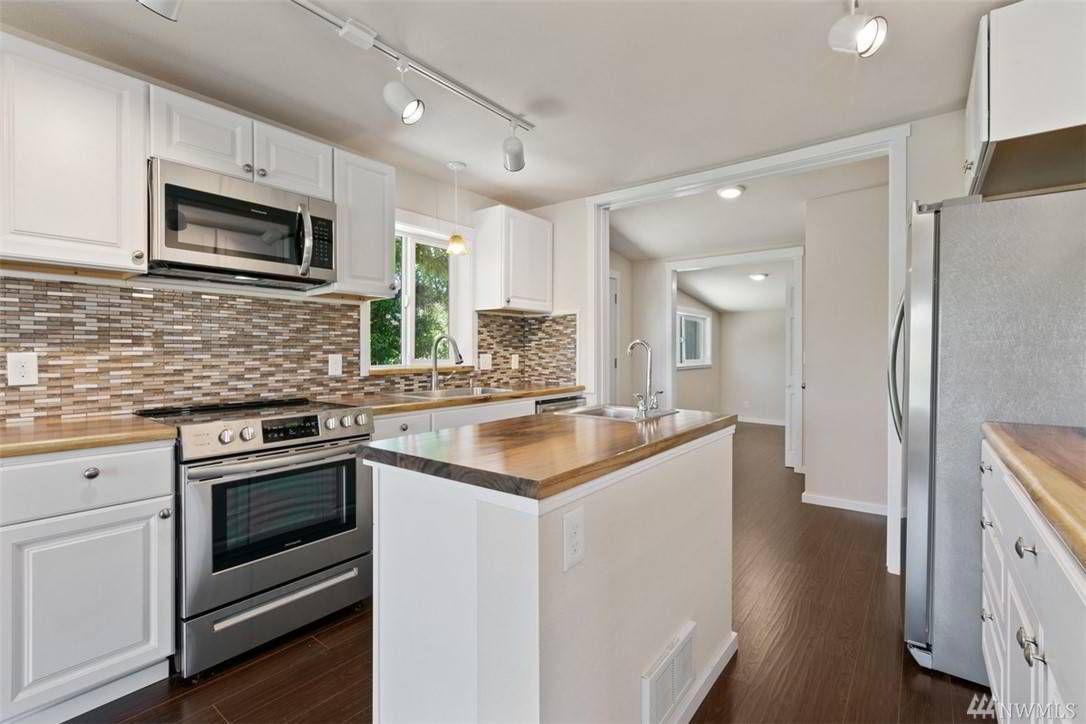 14329 Riverbend Rd Mount Vernon Wa 98273 Mls 1600209 Sarabeth Owens Semanko Realty Group Llc In 2020 Kitchen Cupboards Mount Vernon Realty