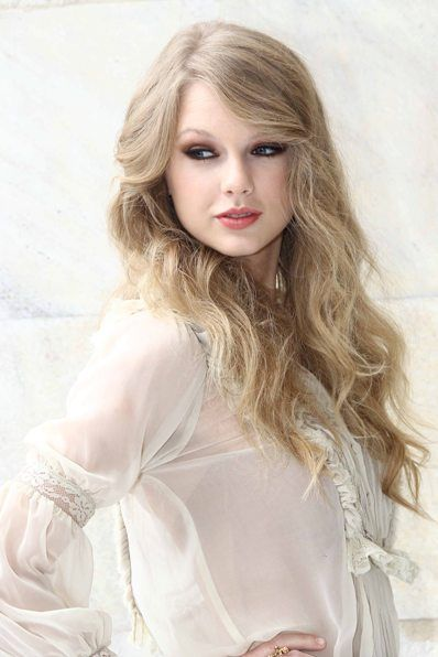 Hollywoods hottest long hairstyles taylor swift swift and hollywoods hottest long hairstyles urmus Images