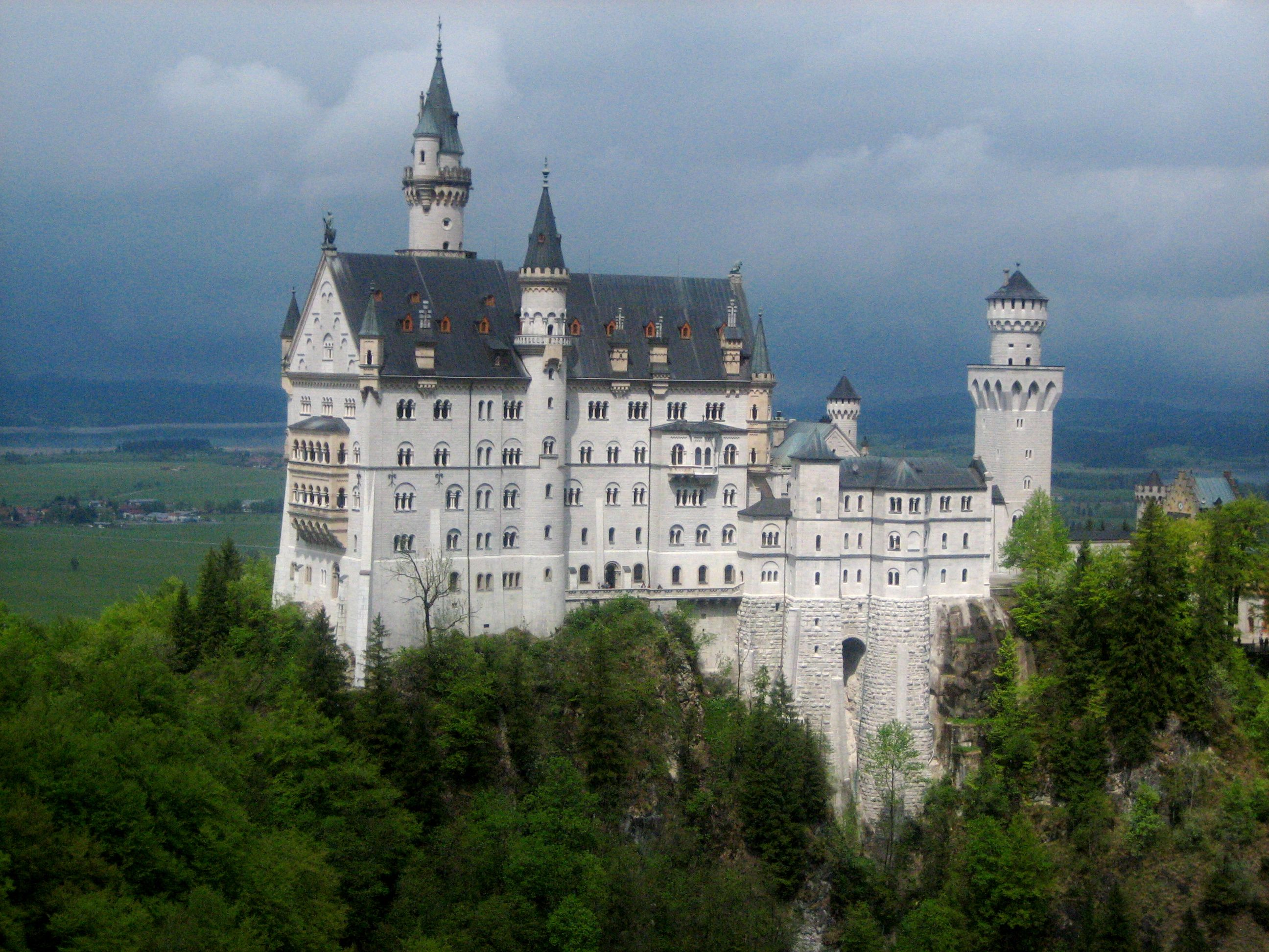 Schloss Neuschwanstein In Fussen Germany Disney Modeled His Cinderella S Castle After This Castle Neuschwanstein Castle Castle European Destination