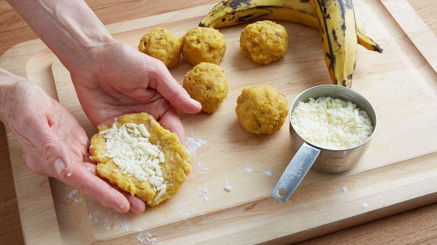Empanadas De Plátano Maduro Y Queso Recipe Easy Plantain Recipe Plantain Recipes Recipes