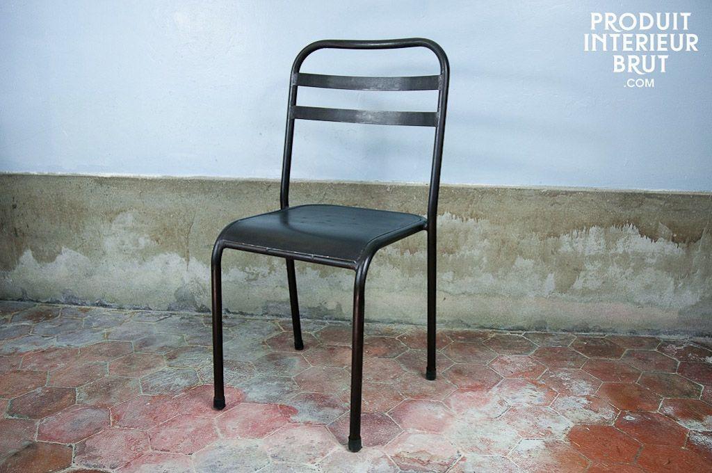 Stapelbarer dunkler Metallstuhl | Esszimmer im Industriedesign ...