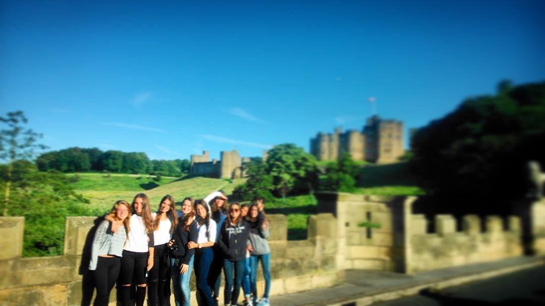Os gusta el #Alwick #Castle?  A nosotros y a los chicos de #Scarborough nos encanta Quien se encuentre que se etiquete o comente citándose!  Contadnos recuerdos de este momento  Mirad nuestro Facebook que estamos colgando las fotos de todos los programas 2015  http://ift.tt/1PhX4ZH  #Yorkshire  #UK #GreatBritain #England #Inglaterra #Anglaterra  #summer #young #teenagers #boys #girls #city #english #inglés #idioma #awesome #Verano #friends #group