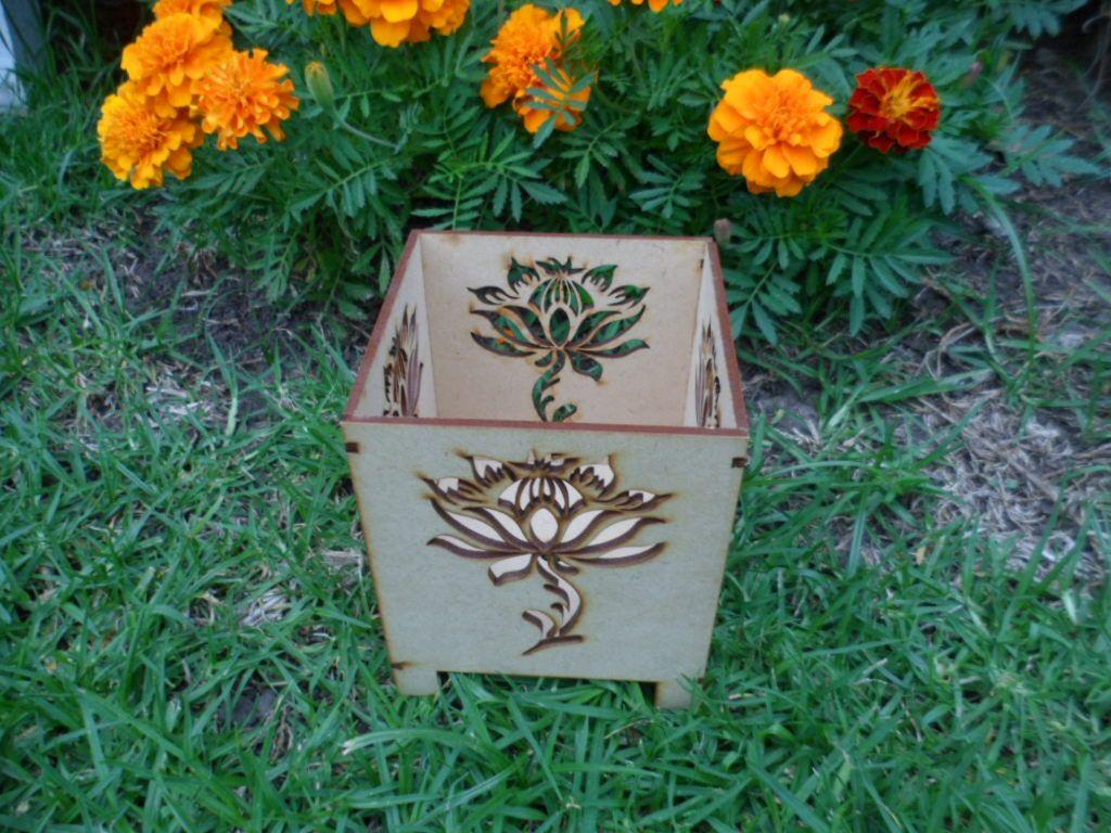 Fanal con 4 caras caladas de la Flor de Loto.