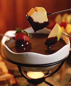Chocolate Fondue 14 Oz Can Sweetened Condensed Milk Not Evaporated 2 T Unsalted Butter 1 Tsp Vanilla 2 Chocolate Fondue Recipe Easy Fondue Fondue Recipes