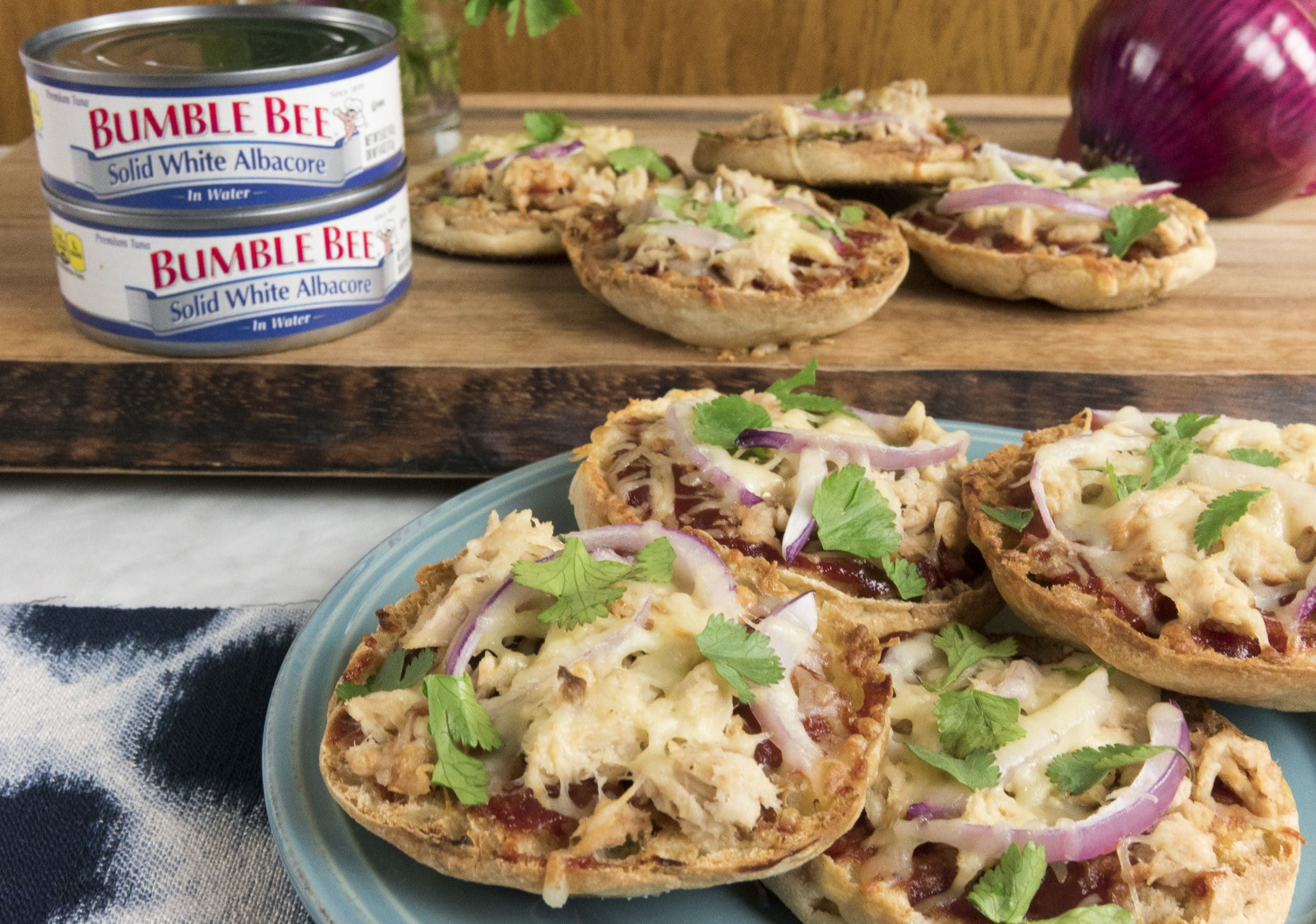 Why does BBQ Chicken Pizza always get to have all the fun?! We're taking an old-school favorite, English Muffin Pizzas, to new heights. It's sure to be a hit with your family.   Ingredients 4 whole grain English muffins, cut in half Olive oil, for drizzling 1/2 cup homemade or store-bought tomato sauce 1/2 cup …