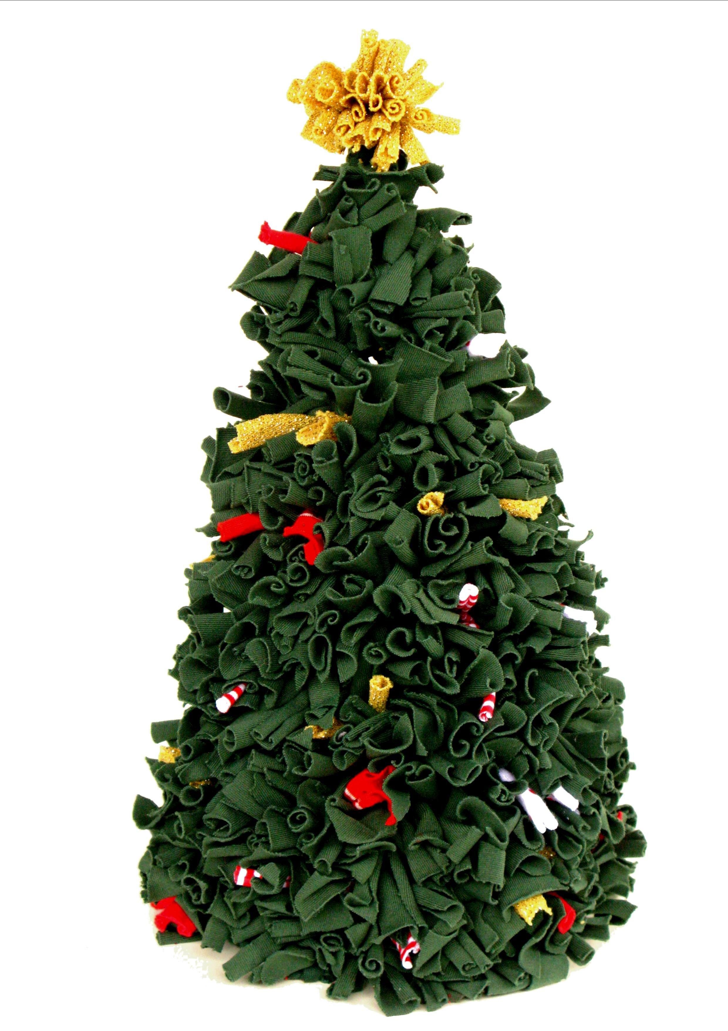 Árvore de Natal feita com reaproveitamento de tecidos usando a técnica Amarradinho.Produzido pela Reciclanto.