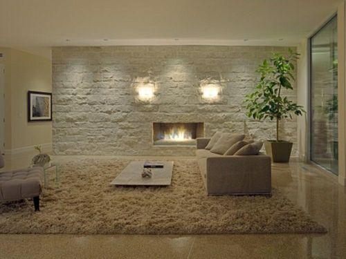 regalsystem holz kamin steinwand exotischer teppich. wohnzimmer ... - Wohnzimmer Ideen Mit Kamin