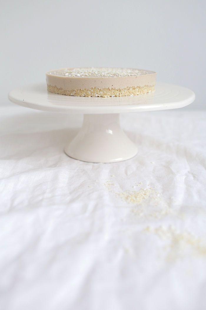 Frost Bitten banana cake (raw, milk-free, gluten-free, sugar-free) (Recipe is in Finnish, just use Google Translate).
