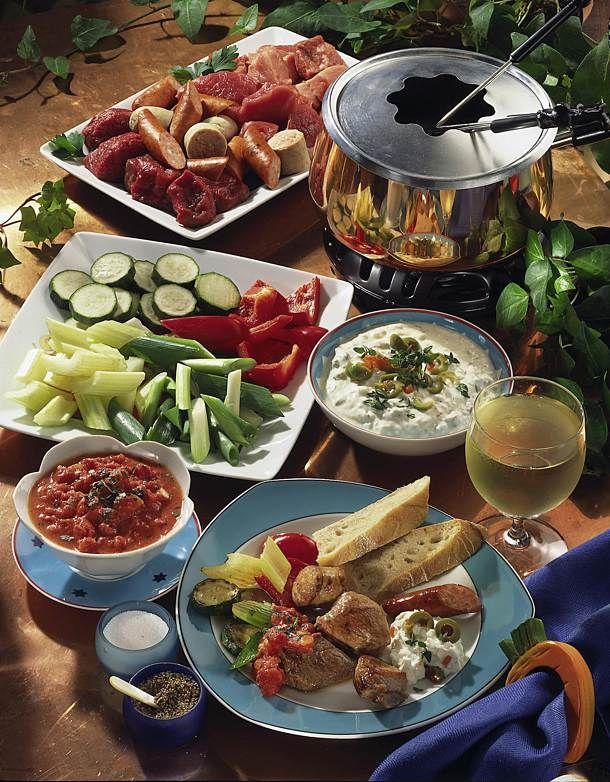 Fleisch-Fondue mit zwei Dips Rezept | LECKER #fondue