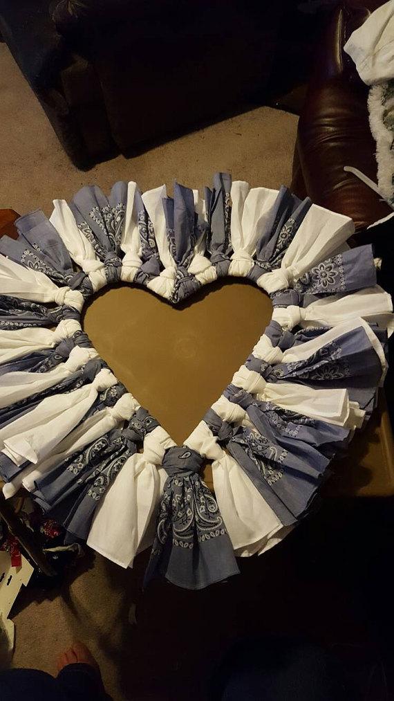 Photo of Artikel ähnlich wie Handmade Bandana Heart Wreath auf Etsy
