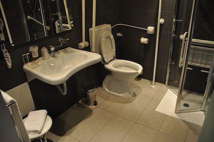 Bagno per disabili hotel cerca con google bagni per hotel