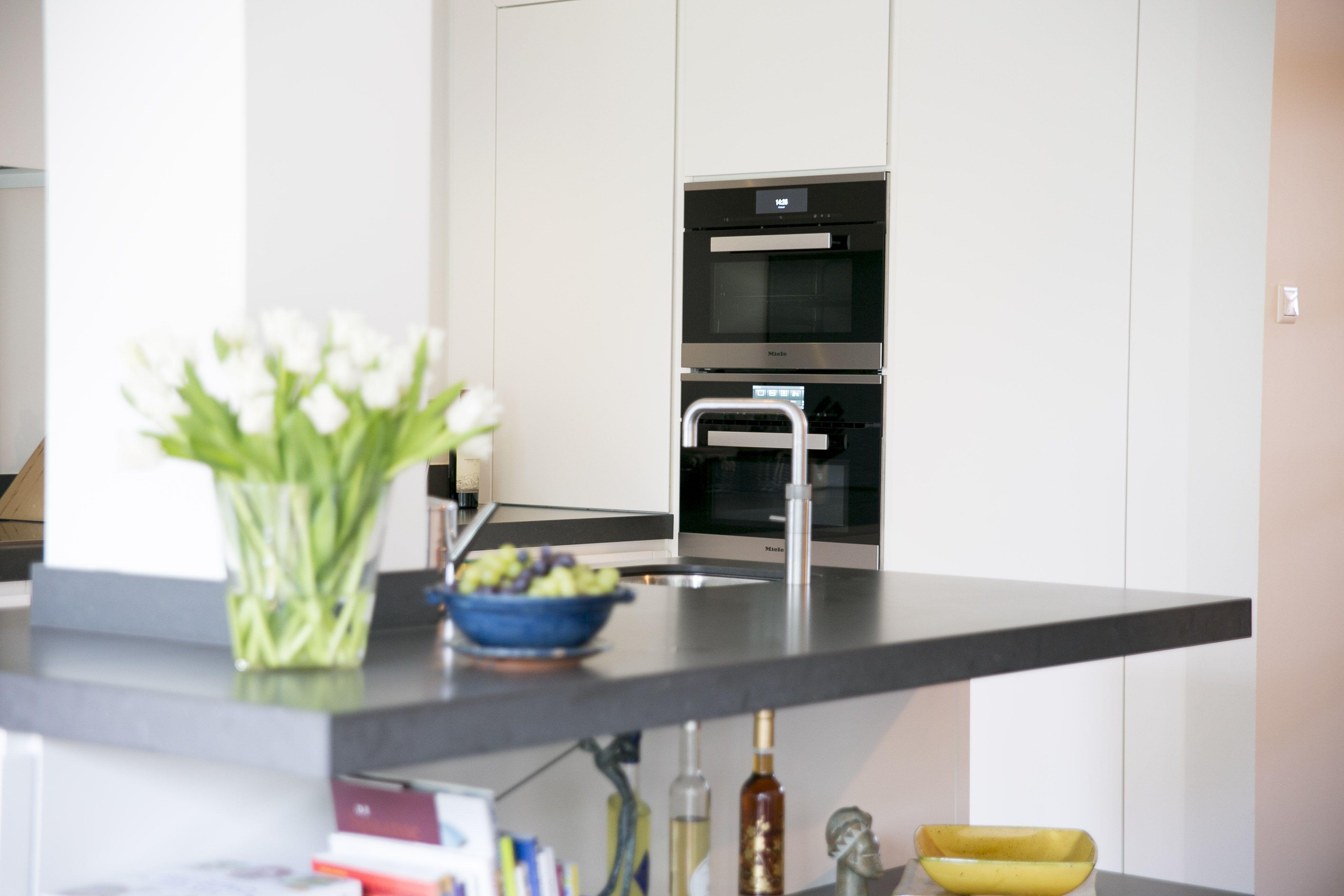 De Haar Keukens : Maaike heeft haar keuken heel ruimtelijk gehouden dit komt mede