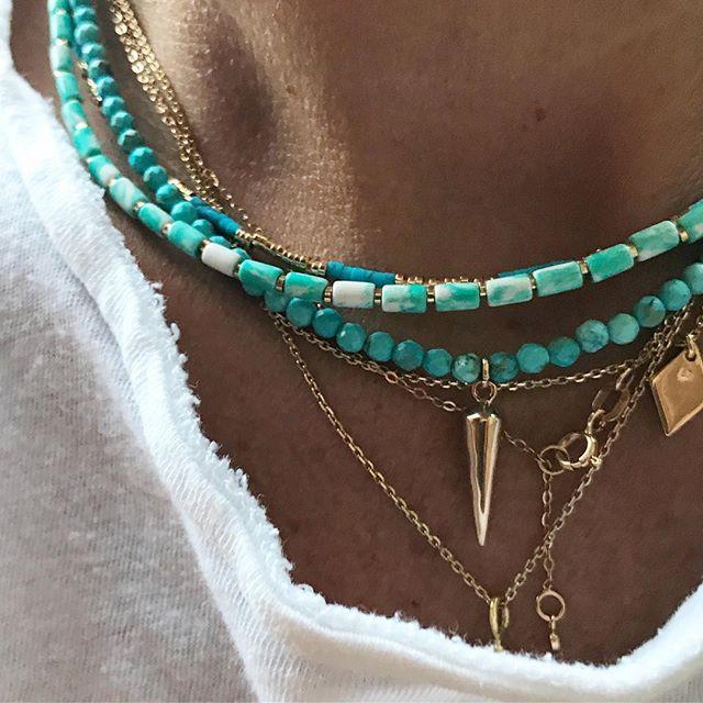 Luj en Instagram: «Turquesa y oro … nuestros últimos collares (collar de tubo, collar de turquesa y foto de oro y collar de cuadros de oro y turquesa) a la venta antes de …»