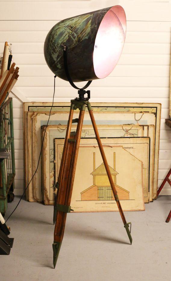 Stehlampe_Ophelia vanelliston.com Contact: vanelliston@gmx.de