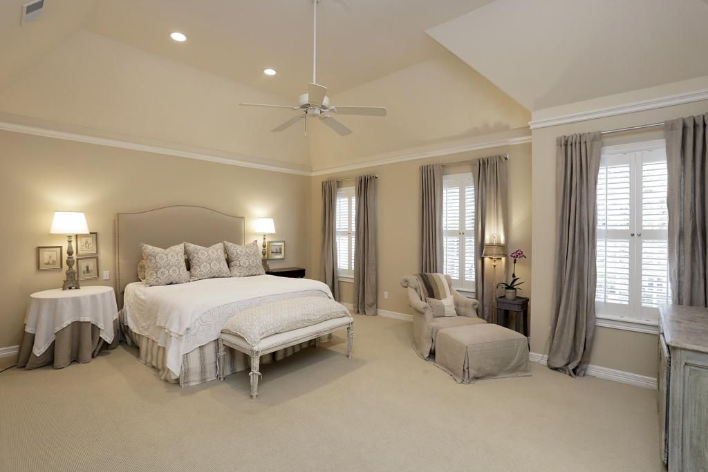 Spacious Master Bedroom 20 X16 With High Vaulted Ceilings Recessed Lighting Ceiling Fan Crown Master Bedroom Lighting Recessed Lighting Bedroom Lighting