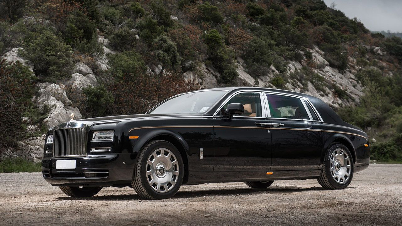Rent Rolls Royce contact us on PARKLANE CAR RENTAL +971