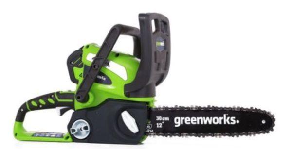 Greenworks ' 40 Volt ' CordlessChainsaw ( charger