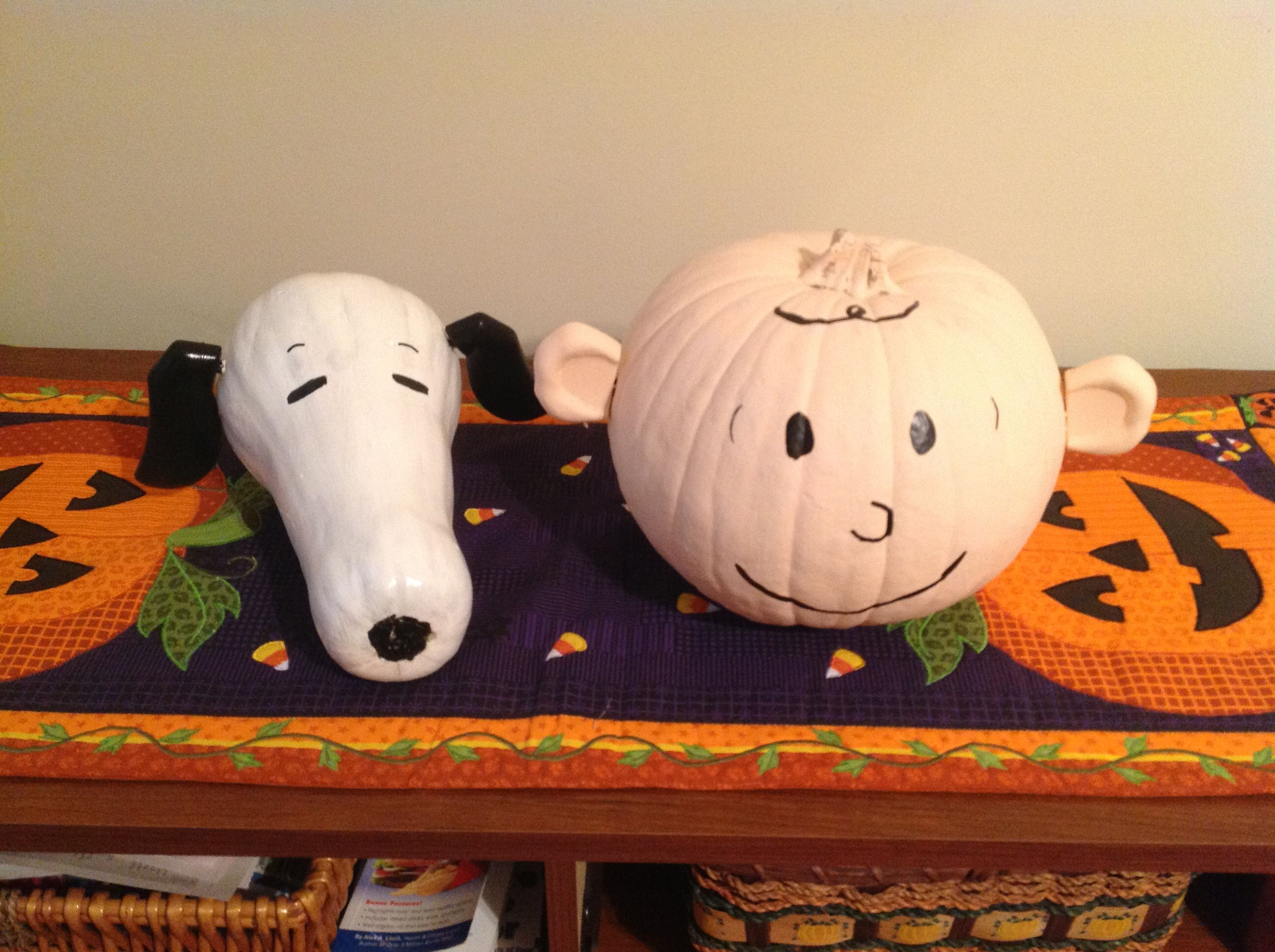 Snoopy And Charlie Brown Pumpkin Decorating  Halloween Ideas