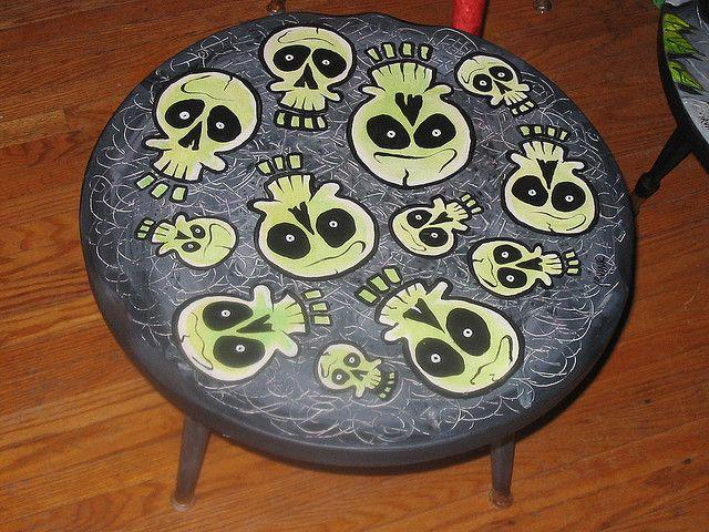 Skull Table Http Paintedfurnitureideas Com Painted Furniture Top Vintage Graphics