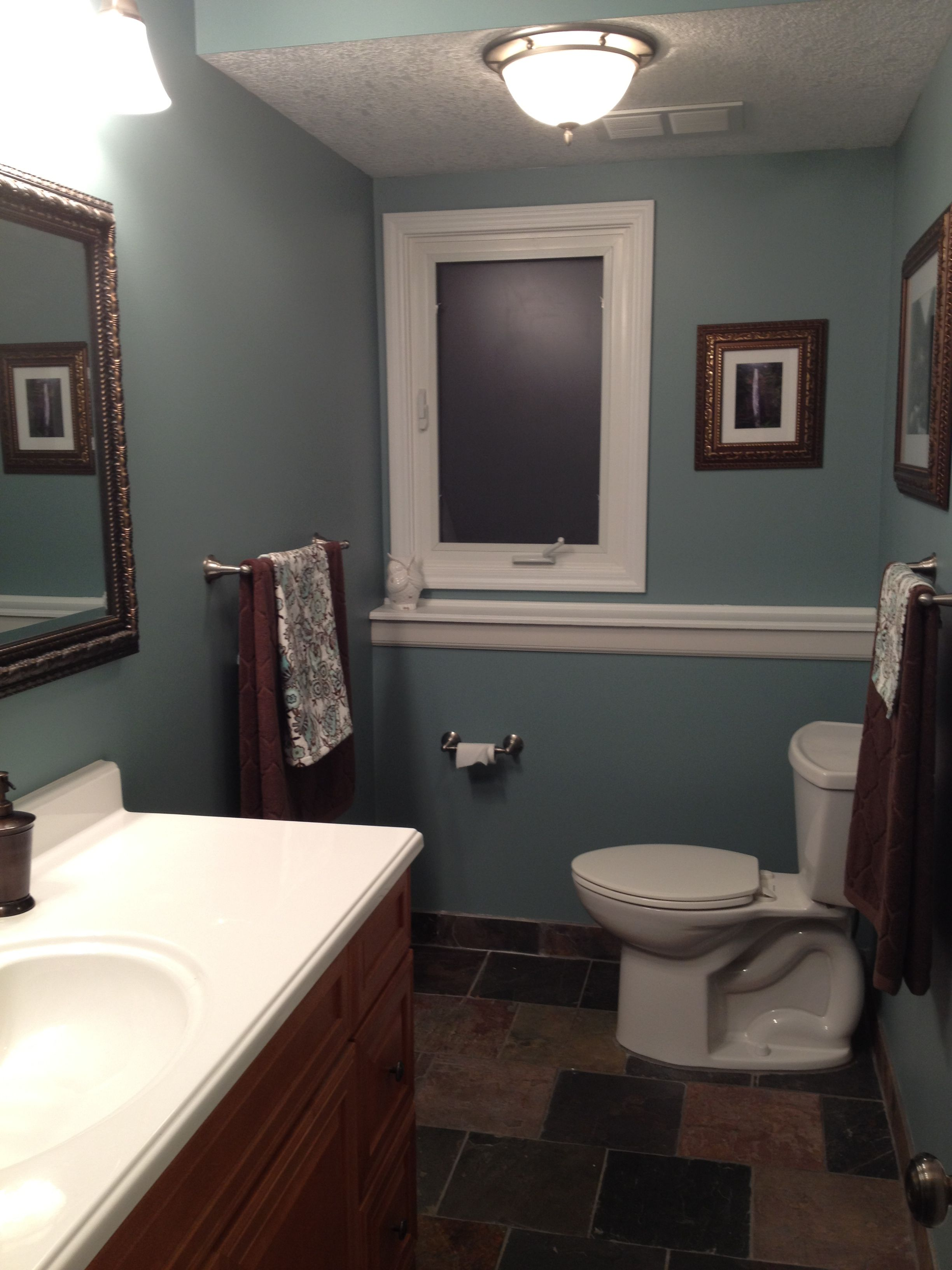 Slate floor and shower with the color Sea Star by Benjamin
