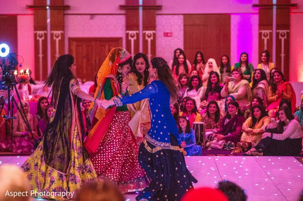 Mehndi Party Dance : Indian bride and her friends dancing at mehndi party http: www