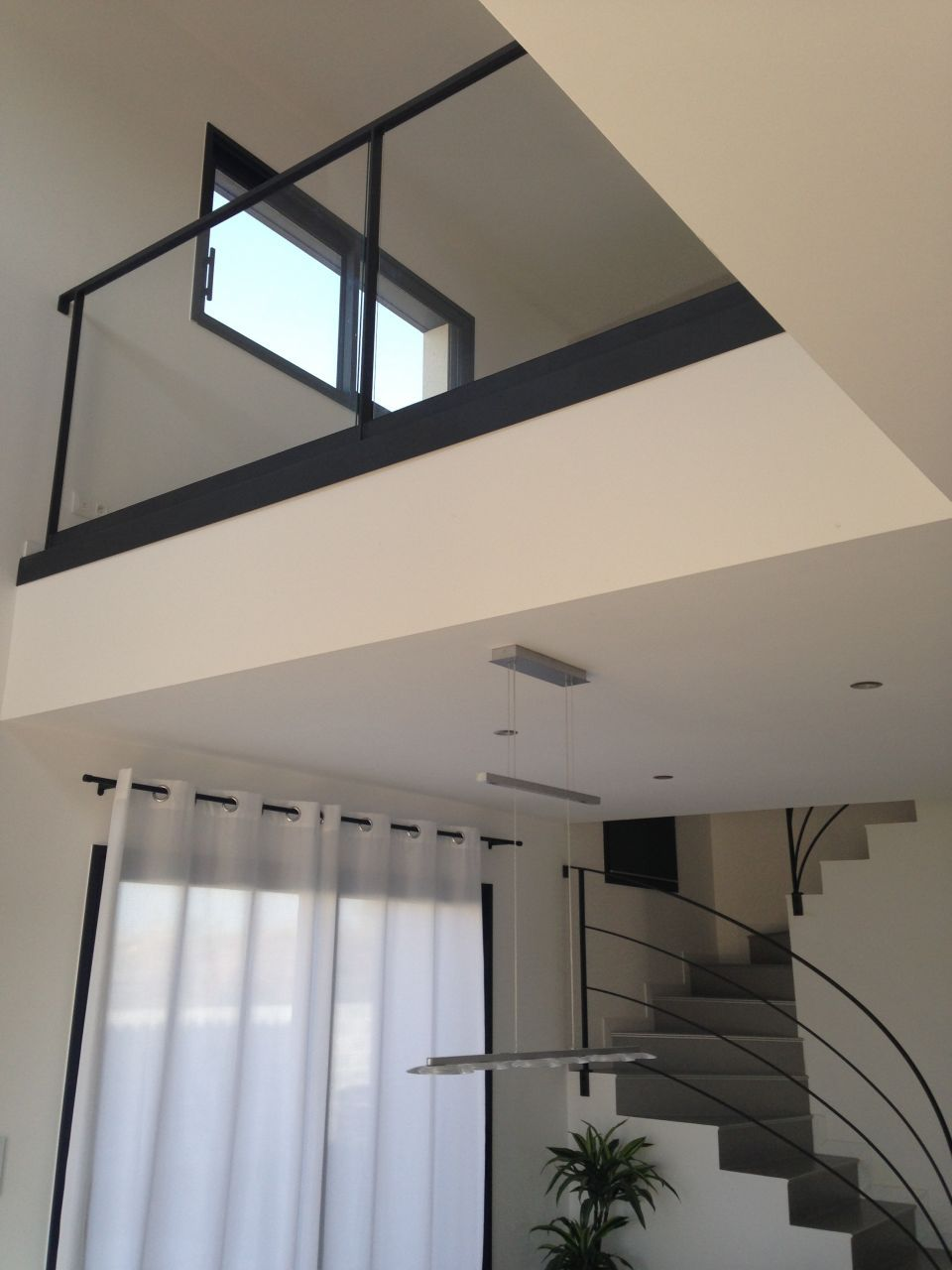 gardes corps du vide sur s jour pos s stairs pinterest escaliers s jour et vide. Black Bedroom Furniture Sets. Home Design Ideas