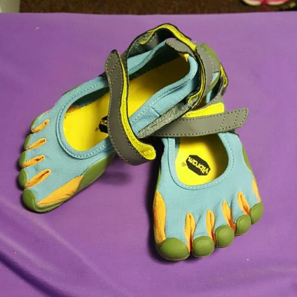Vibram fingers very comfortable, bra new! i love this shoes but is too small for me. Vibram Shoes Athletic Shoes