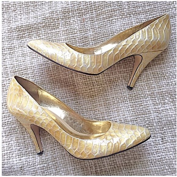 887c637d5ad Pearlescent yellow faux alligator pumps with 3.5