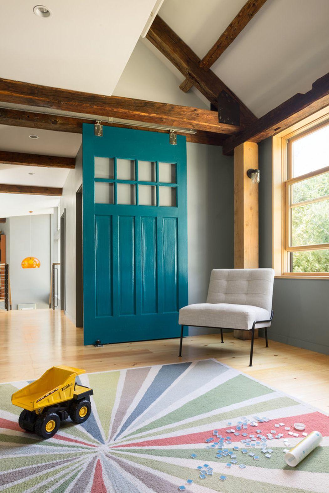 Merveilleux Décor Du0027intérieur Moderne Avec Quelques Touches Rustique Et Joli Porte  Coulissante Bleue