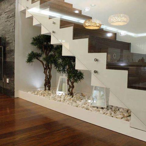 deco sous escalier plante pierre lumiere