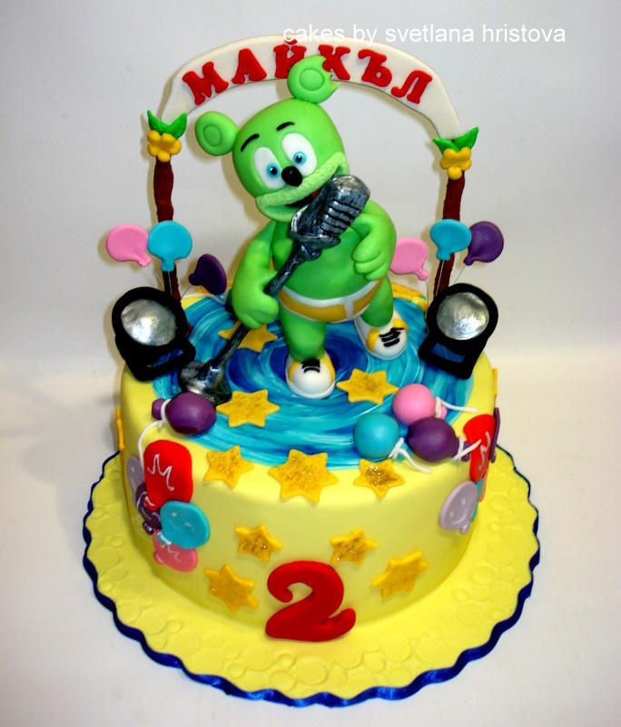 Look At This Amazing Gummy Bear Cake With Images Gummy Bear