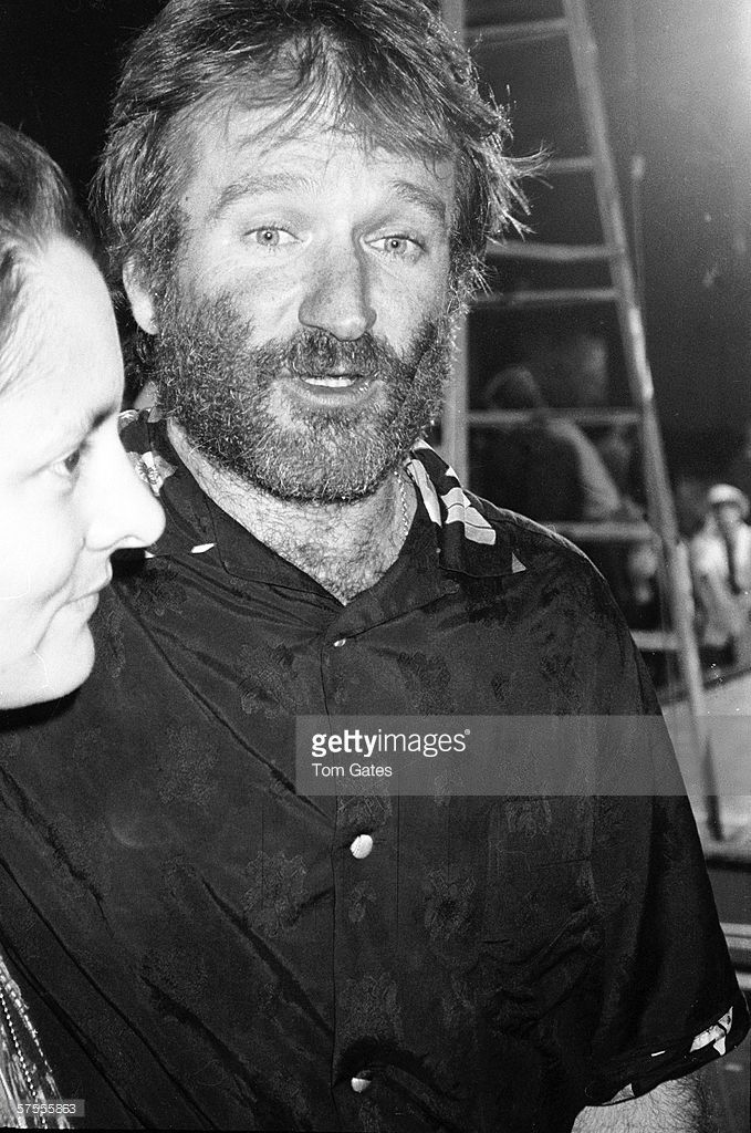 American Comedian And Actor Robin Williams Backstage At Comic Relief Robin Williams Comedians Actors