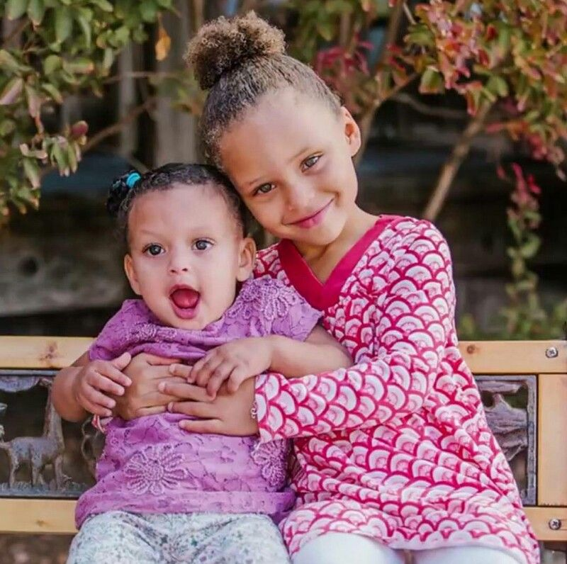 Ryan And Riley Curry Kids Ayesha And Steph Curry Curry Warriors The Curry Family