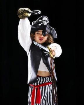 DIY Tutorial: DIY BOYS HALLOWEEN COSTUMES / DIY Kids' Pirate Costume From Things at Home - Bead&Cord #diypiratecostumeforkids