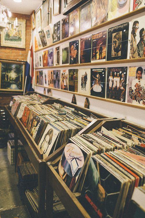 Plattenspieler und Medienschränke sind für Musikliebhaber Freundin ist besser