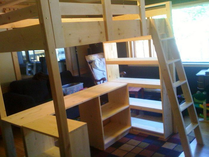Queen size loft bed with desks queen size loft beds with for Queen bunk bed with desk
