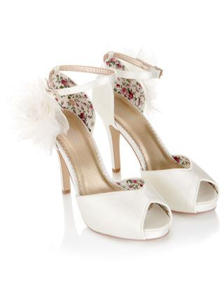 Rosa Vintage Corsage Shoe