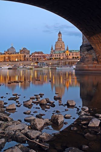Silhouette im Spiegel der Elbe, Dresden