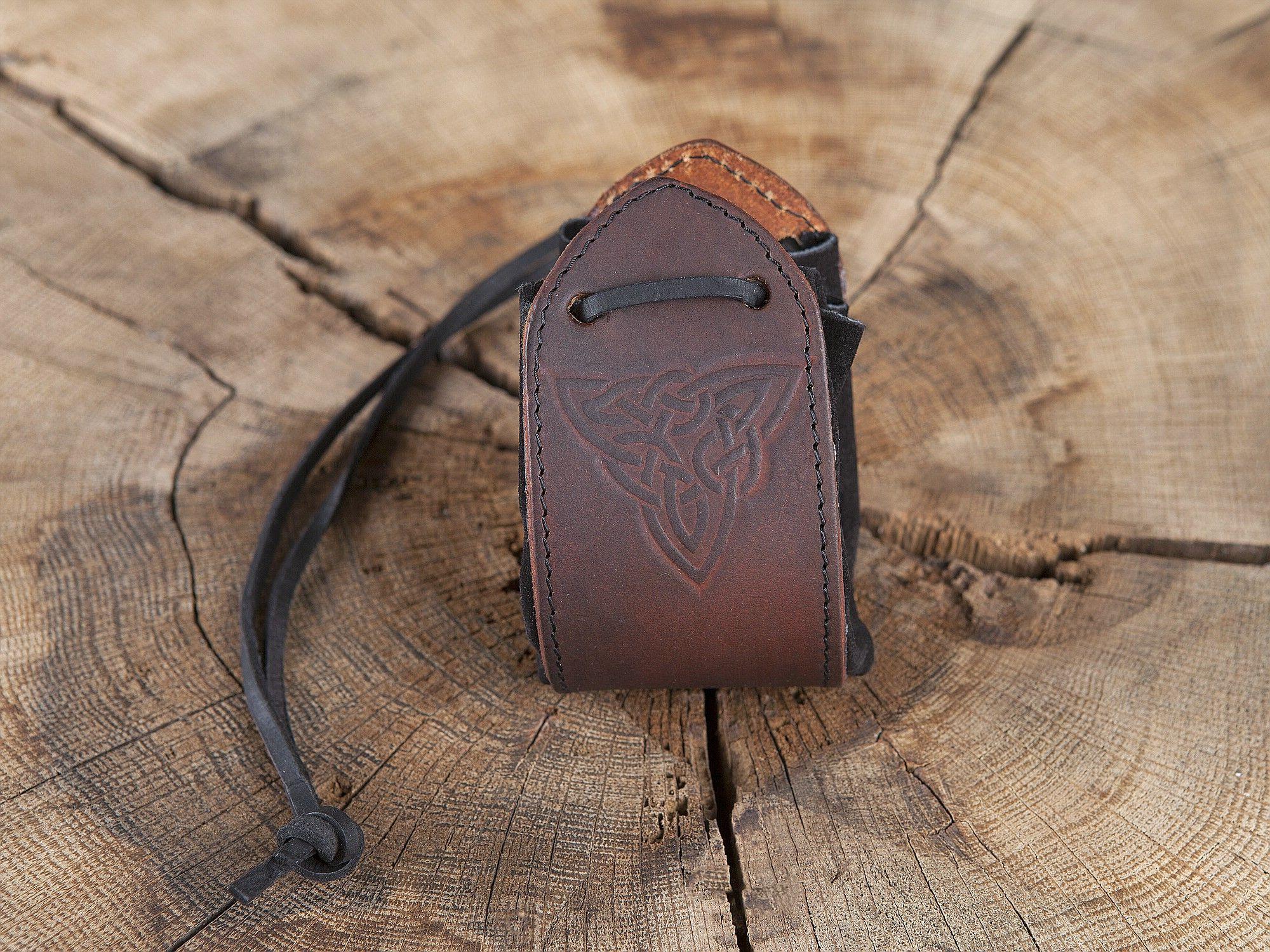 860ea345a442 Sac en cuir noir, motif noeud celtique   ideas craft